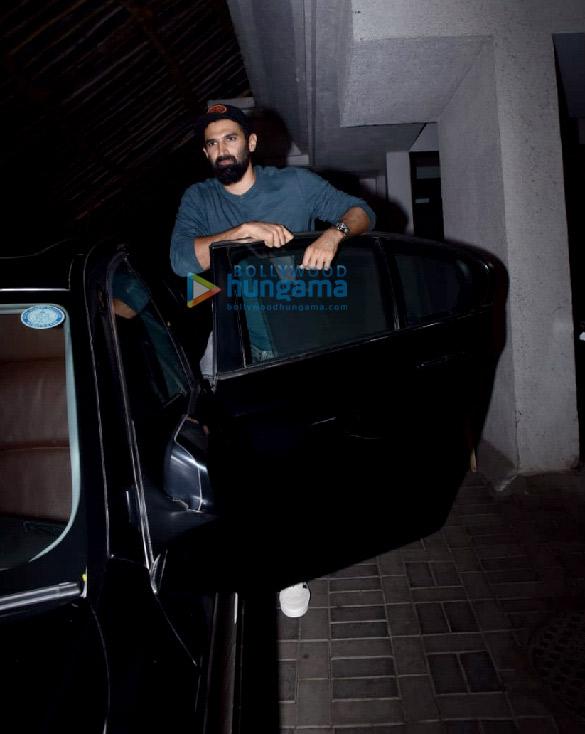Photos: आदित्य रॉय कपूर संजय लीला भंसाली के जुहू स्थित ऑफिस में नजर आए