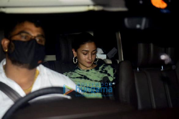 Photos: आलिया भट्ट संजय लीला भंसाली के जुहू स्थित ऑफिस में नजर आईं