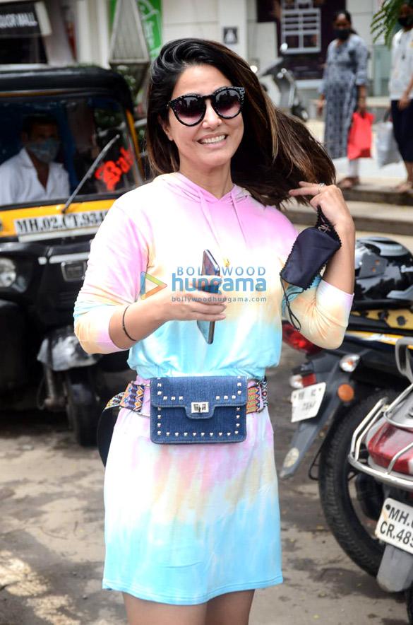 Photos: हिना खान अंधेरी के क्रिस्टल प्वाइंट मॉल में नजर आईं