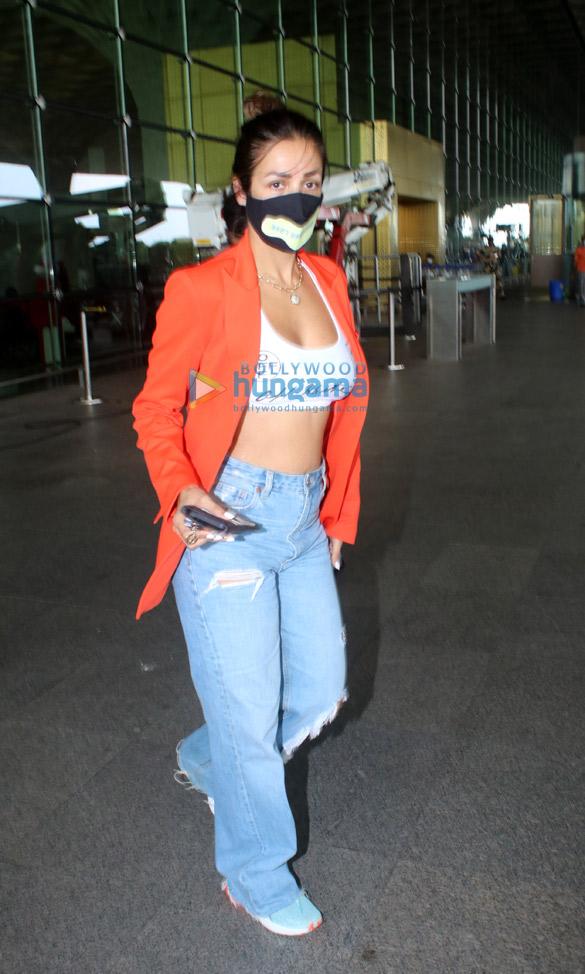 Photos: मलाइका अरोड़ा एयरपोर्ट पर नजर आईं