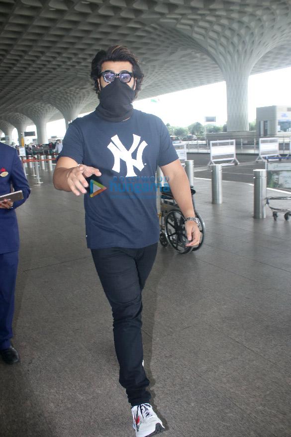 Photos: रणवीर सिंह, रकुल प्रीत सिंह और अर्जुन कपूर एयरपोर्ट पर नजर आए