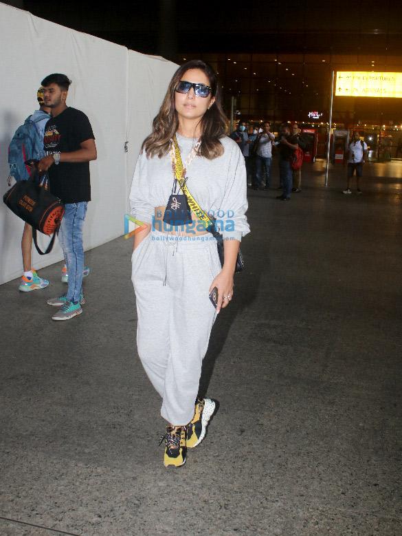 Photos: अदिति राव हैदरी और हिना खान एयरपोर्ट पर नजर आईं