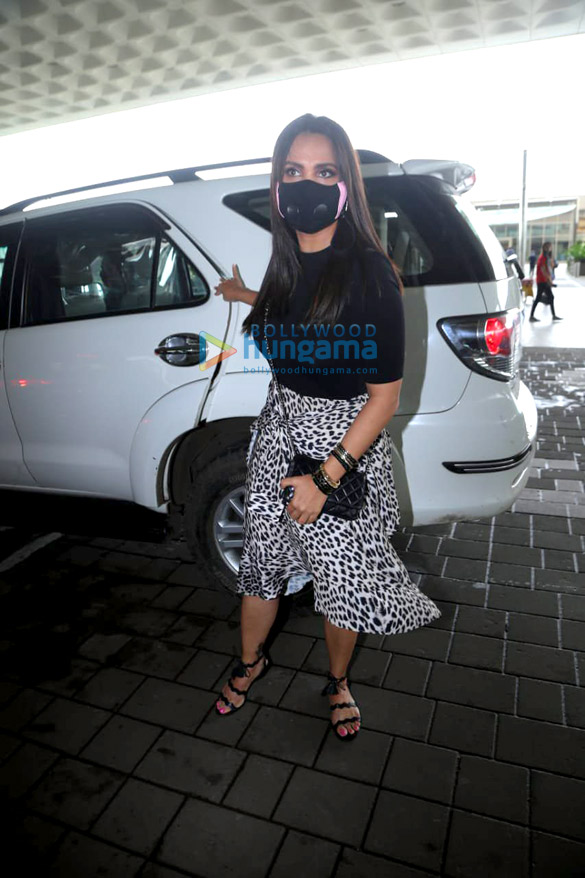 Photos: अक्षय कुमार, वाणी कपूर, लारा दत्ता और बेलबॉटम की टीम ट्रेलर लॉन्च के लिए दिल्ली रवाना हुई