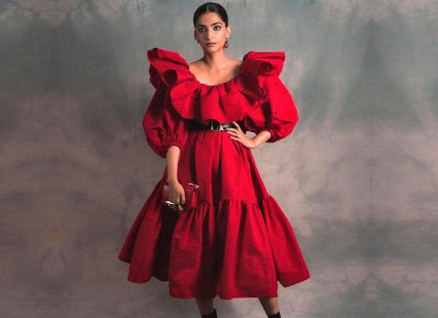 अलेक्जेंडर मैक्वीन की डिजाइनर ड्रेस पहन 'द बीओएफ शो विद इमरान अमेड' के लॉन्च में शामिल हुईं सोनम कपूर