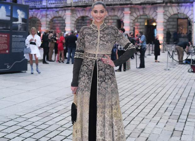सोनम कपूर आहूजा लंदन में रॉयल अकैडमीज समर एग्जिबिशन प्रीव्यू पार्टी में शामिल हुईं
